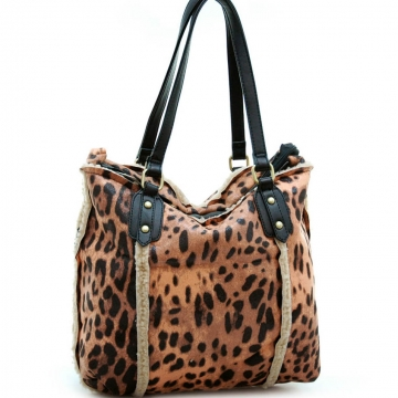Soft animal print tote bag w/ leather-like handles synthetic lambs wool details