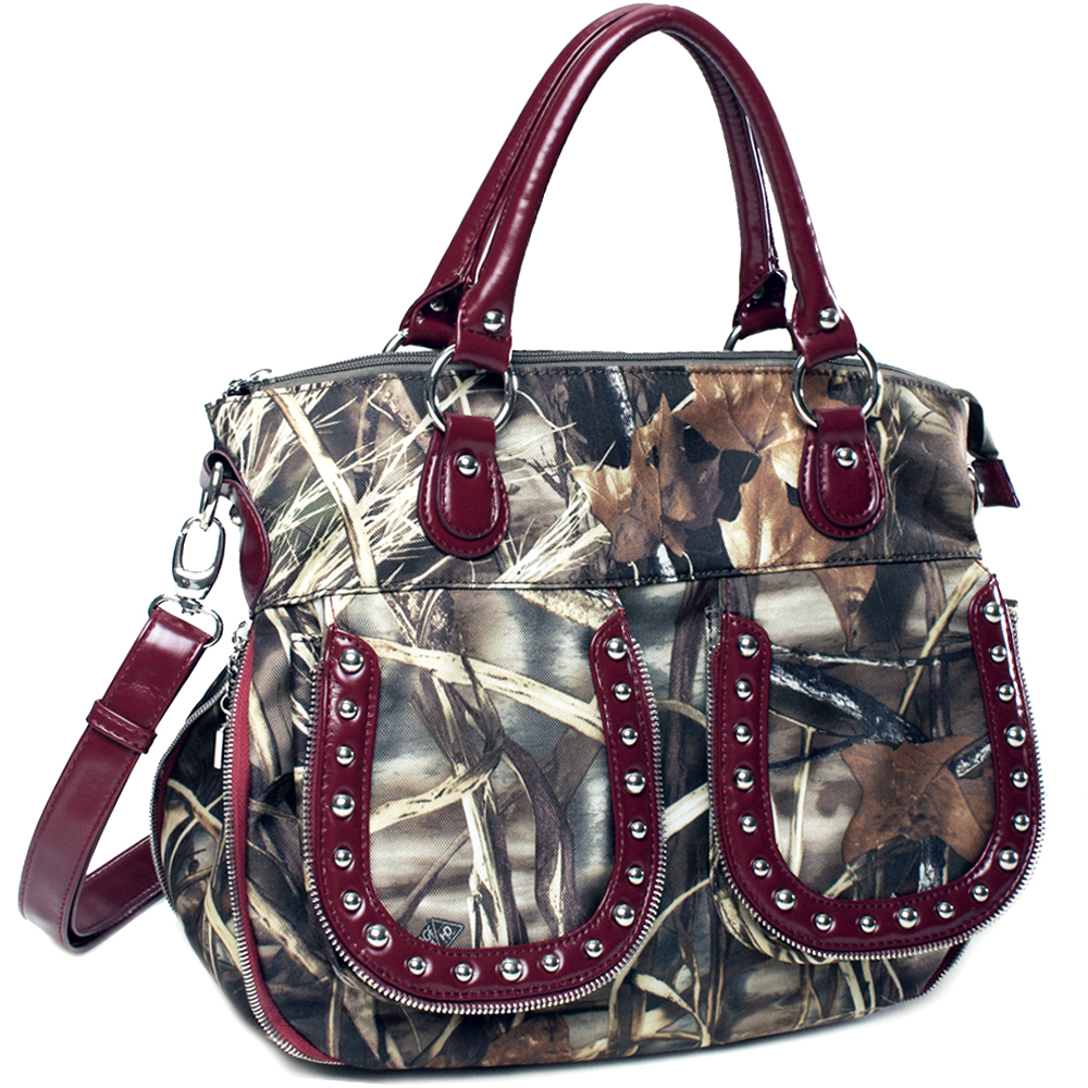Realtree ® camouflage expandable tote bag w/ zipper accents