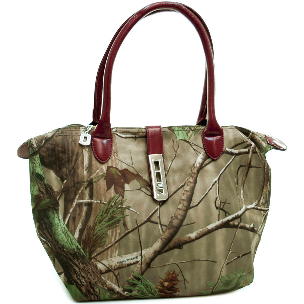 Realtree ® camouflage tote bag with twist lock accent