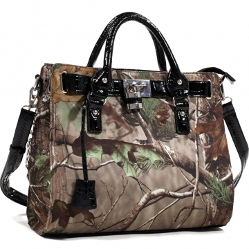 Realtree® Covey Padlock Tote